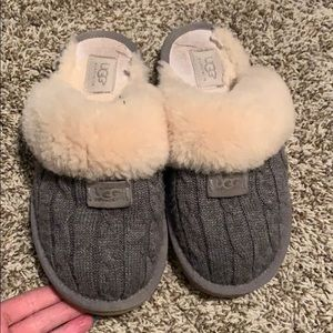 Ugg size 8 slippers cozy knit